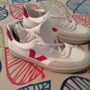 Veja Sneakers Men Sz 9 NEW